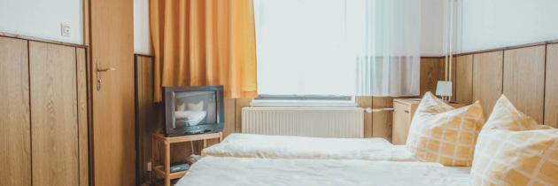 Doppelzimmer mit Doppelbett in Berlin Lichtenberg